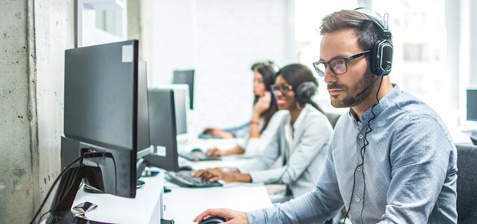 Inplannen van agenda's door medewerker callcenter voor verkopers en salespersonen